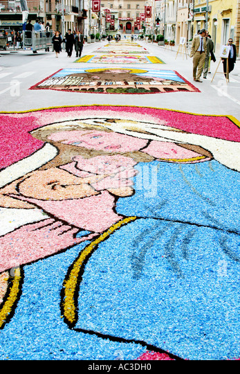 Street  decorated with flowers (Infiorata) in Castelraimundo Le Marche Italy to celebrate Corpus Christi/Domini - Stock Image