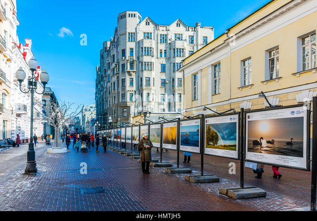 Moscow, Russia. 5th Feb, 2017. Unidentified people by the photography stand on Arbat street. This pedestrian street - Stock Image