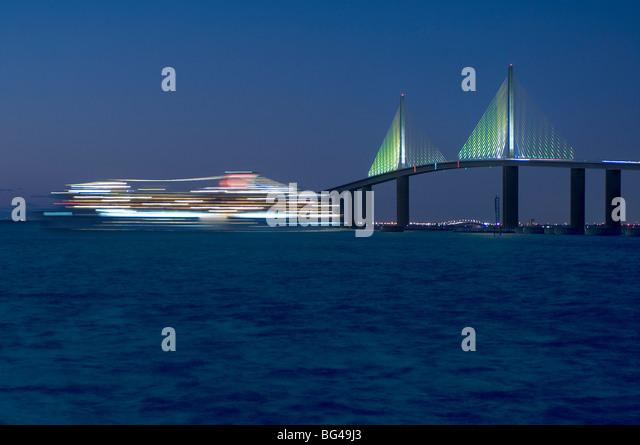 Sunshine Skyway Bridge, Cruise Ship, Tampa Bay, Gulf of Mexico, Saint Petersburg, Florida - Stock-Bilder
