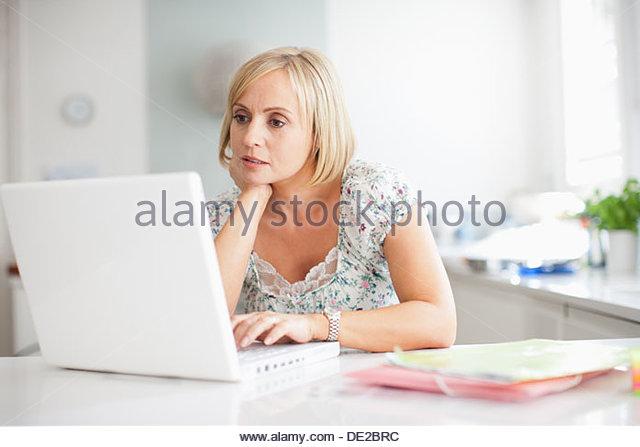 Woman using laptop - Stock-Bilder