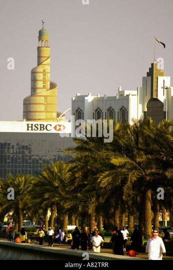 Qatar Doha corniche promenade main mosque HSBC bank people - Stock Image