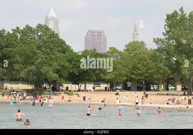 Cleveland Ohio Lake Erie Edgewater Park swimming public beach - Stock Image