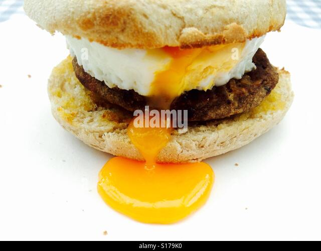 Quorn meat free Sausage patty and pouched egg muffin - Stock-Bilder