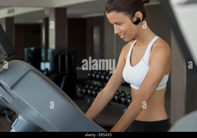 Woman exercising in health club - Stock Image
