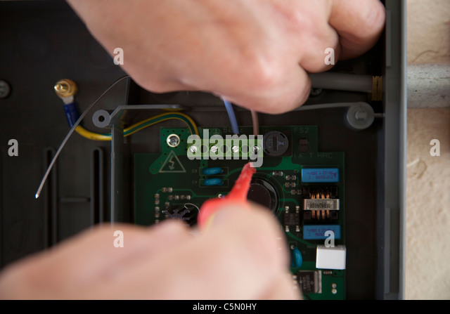 how to become a qualified electrician