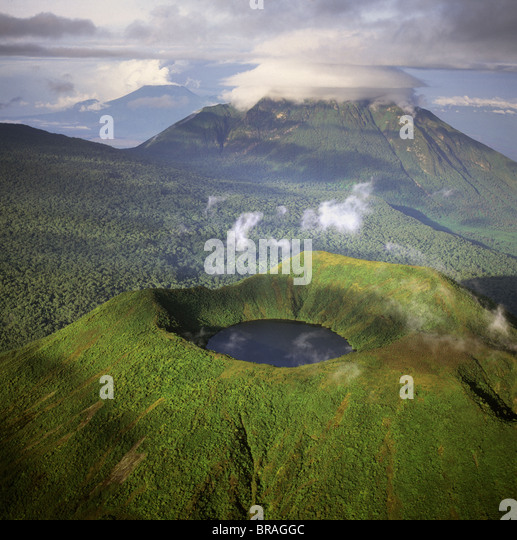 Aerial view of Mount Visoke (Mount Bisoke), an extinct volcano straddling the border of Rwanda and Democratic Republic - Stock-Bilder