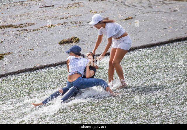 Cardiff, UK. 6th Jul, 2017. The River Taff provided a much needed place to cool of this afternoon as temperatures - Stock Image