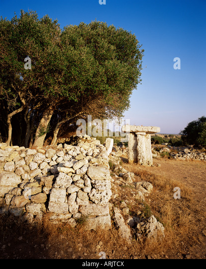 Taula de Torre Trencada, prehistoric, neolithic remains of Talayotic culture, Menorca, Balearic Islands, Spain, - Stock Image