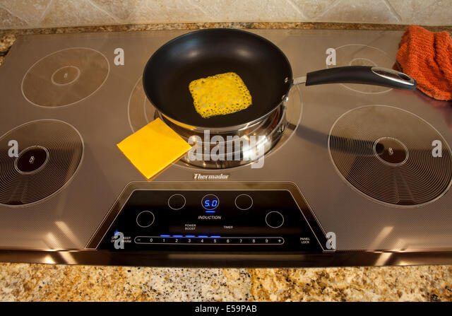 magnetic energy of Thermador Induction cooktop with melting cheese MR  © Myrleen Pearson - Stock-Bilder