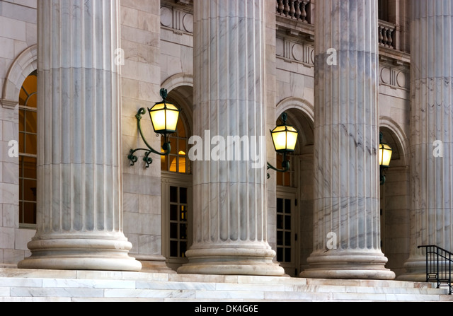 Columns and lanterns, 10th Circuit Court of Appeals Building, Denver, Colorado USA - Stock-Bilder