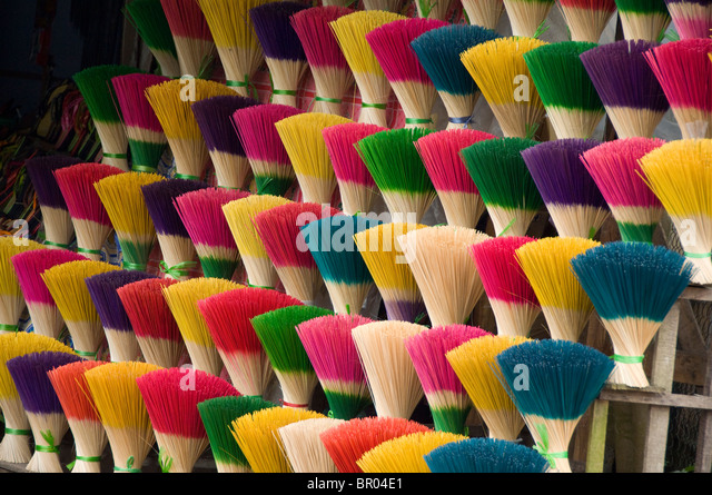 Vietnam, Da Nang. Old imperial capital city of Hue. Colorful handmade incense sticks. - Stock Image