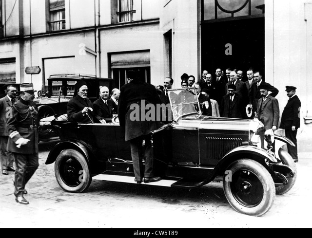 Andre Citroen shows his car factory to the Bey of Tunis - Stock Image