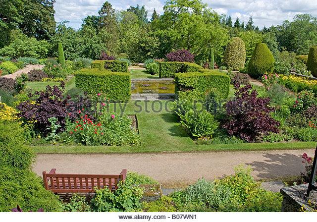 Crathes castle aberdeen stock photos crathes castle for Castle gardens pool