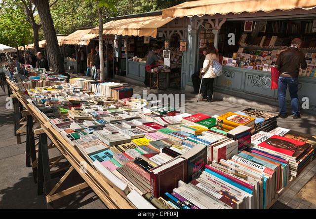 Book stalls in the Cuesta de Claudio Moyano next to the Retiro Park at the bottom end of the Paseo del Prado, Madrid, - Stock Image