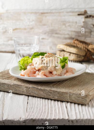 Prawn and crabmeat cocktail with little gem lettuce - Stock-Bilder