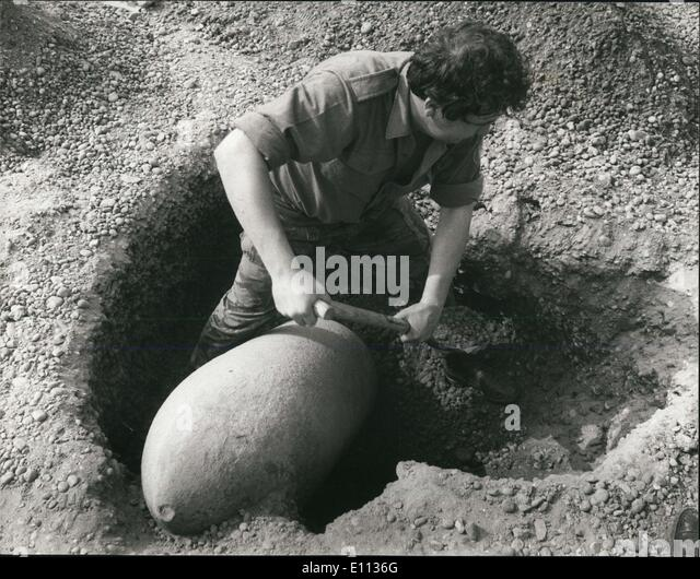 Jul. 07, 1975 - Wartime Bomb Discovered in Bexleyheath - Kent: Many homes were evacuated in Bexleyheath today as - Stock Image