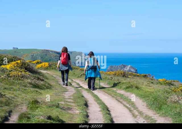 Two female hikers on the South West Coast Path near Boscastle in Cornwall, England, UK - Stock Image