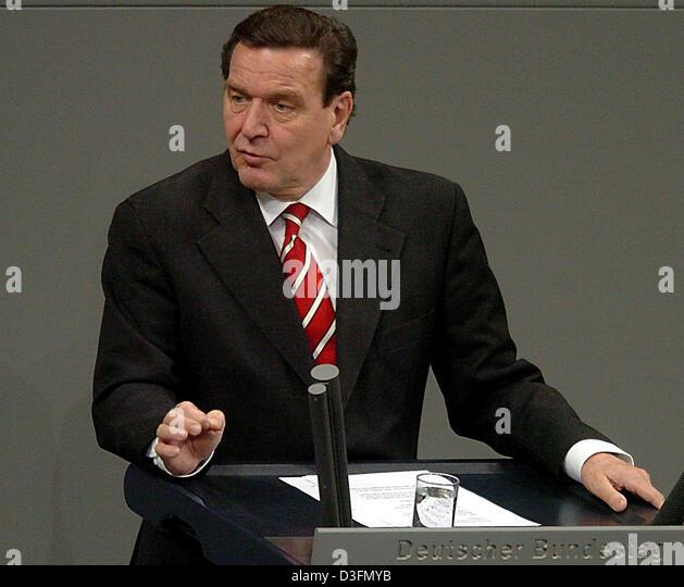 (dpa) - German Chancellor Gerhard Schroeder talks during the Ukraine debate at the Bundestag in Berlin, Germany, - Stock Image