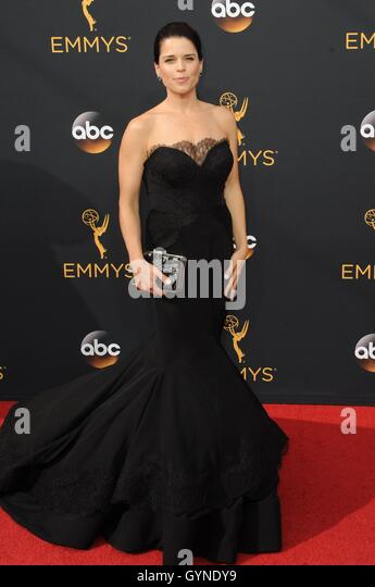 Los Angeles, CA, USA. 18th Sep, 2016. Neve Campbell at arrivals for The 68th Annual Primetime Emmy Awards 2016  - Stock-Bilder