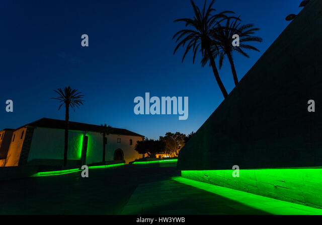 Plaza de España, Adeje, Tenerife. 16th Mar, 2017. Adeje joins the global green wave to celebrate St. Patricks - Stock Image