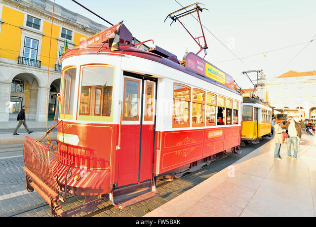 Portugal, Lisbon: Red and yellow historic tram at Praca do Comercio - Stock-Bilder