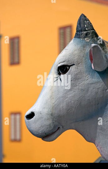Sacred cow statue at Sri Mariamman Temple in Chinatown Singapore - Stock Image