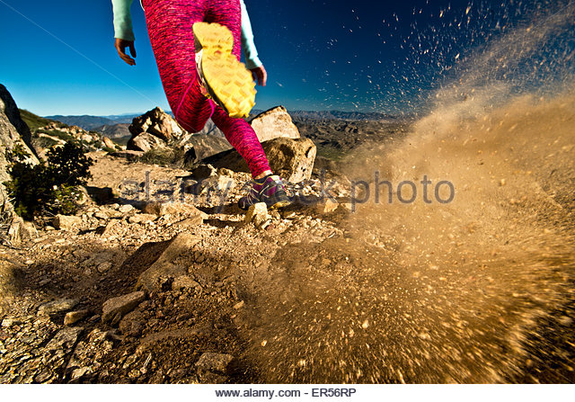 A girl runs on the Pacific Crest Trail in California. - Stock-Bilder