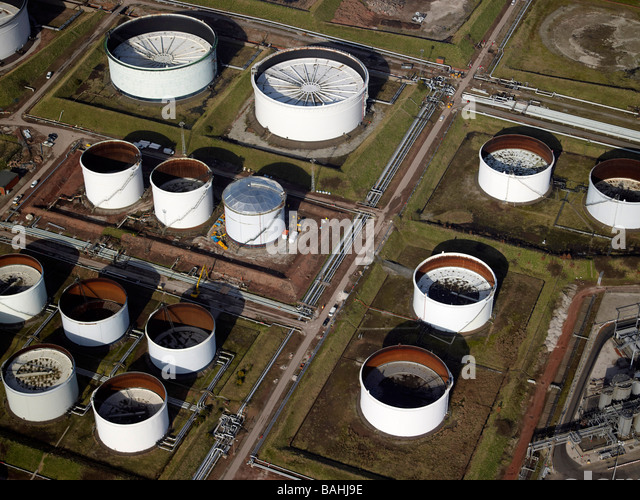 Oil Storage Tanks, Oil refinary, Stanlow, North West England - Stock-Bilder