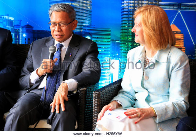 Trafalgar Square, London, UK, 24th September 2016, Lady Victoria Borwick, The Honourable Dato Sri Mustapa Mohamed, - Stock Image