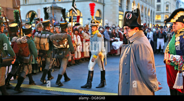 Leipzig, Germany. 16th Oct, 2013. An actor dressed as Napoleon Bonaparte (2-R) stands during a muster of the guard - Stock-Bilder