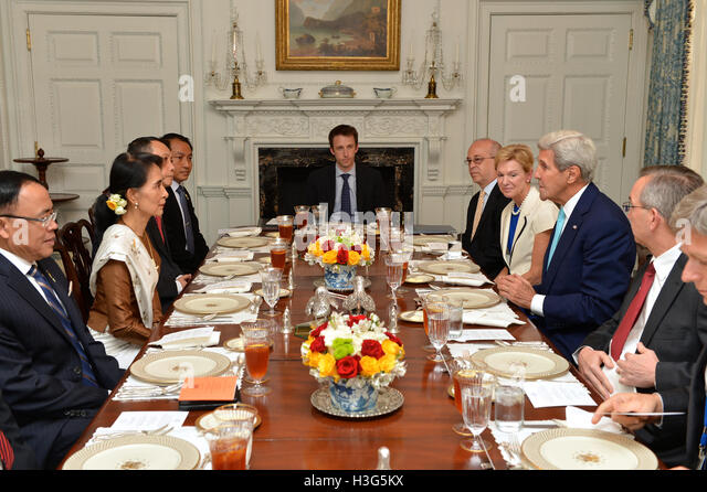 U.S. Secretary of State John Kerry participates in a luncheon with Burmese State Counselor Aung San Suu Kyi at the - Stock-Bilder