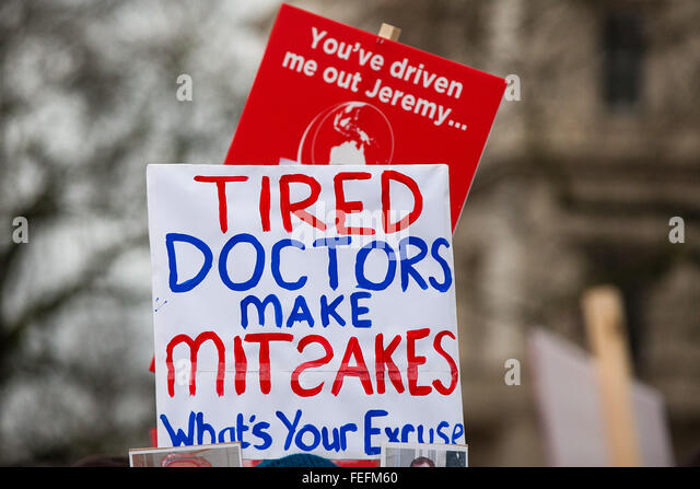 London, UK. 6th February 2016. Thousands of NHS Junior Doctors supported by student nurses on a mass demonstration - Stock Image