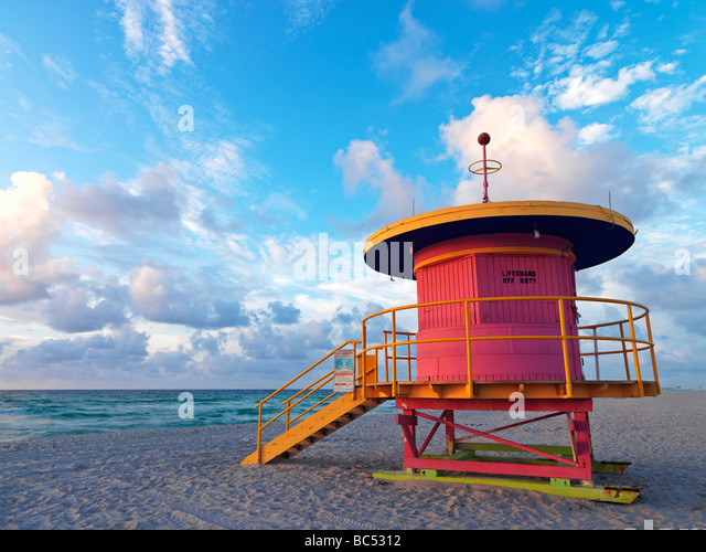 Art Deco style lifeguard station  on South Beach Miami at sunrise - Stock-Bilder