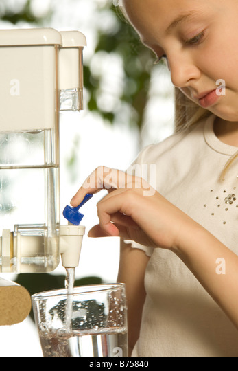 Young girl pouring filtered water, Toronto, Canada - Stock Image