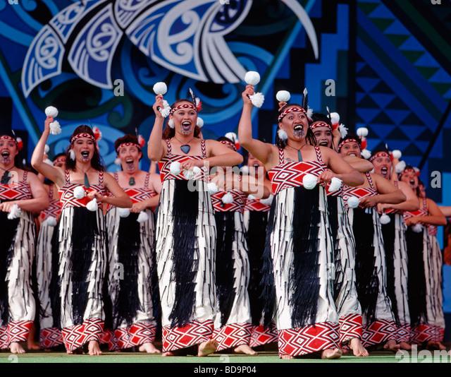 Rotorua Maori Arts Festival Maori women singing on stage - Stock Image