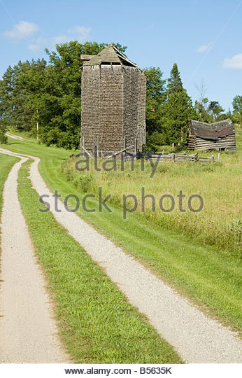 Antique octagonal cedar silo - Stock Image