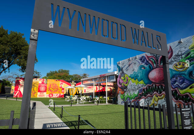 ENTRANCE SIGN WYNWOOD WALLS UPSCALE STREET ART CENTER WYNWOOD MIAMI FLORIDA USA - Stock Image