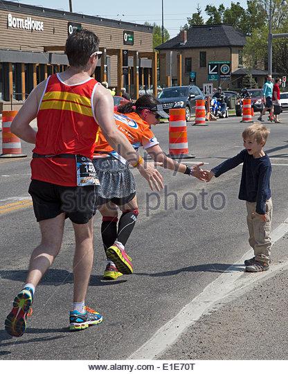 Calgary, Alberta, Canada. 01st June, 2014. Child encourages runners in the 50th Scotiabank Calgary Marathon on Sunday, - Stock Image