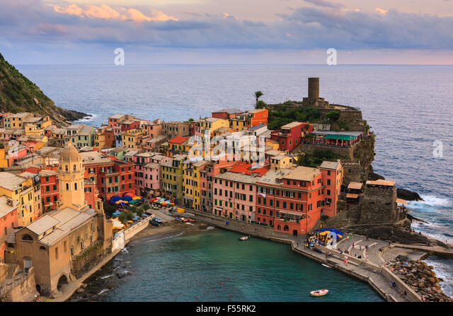 Vernazza (Latin: Vulnetia) is a town and commune located in the province of La Spezia, Liguria, northwestern Italy. - Stock-Bilder