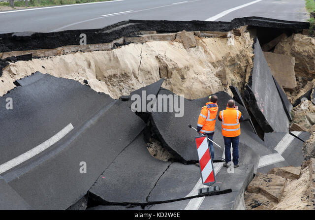Tribsees, Germany. 10th October, 2017. The sunken section of highway of the A20 at the Trebeltal bridge being appraised - Stock Image