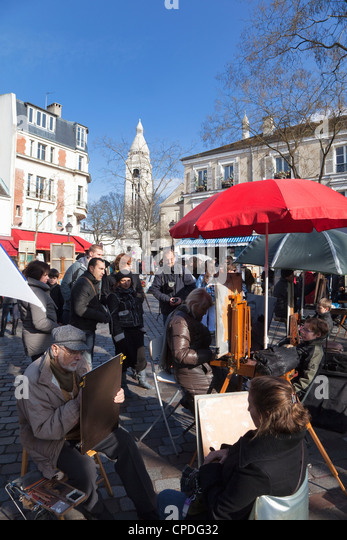 Artists and tourists in the Place du Tertre, Montmartre, Paris, France, Europe - Stock Image