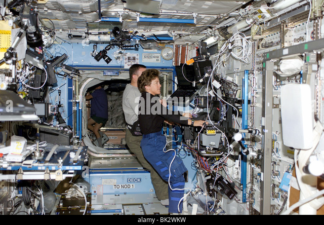 astronauts in space weightless - photo #19