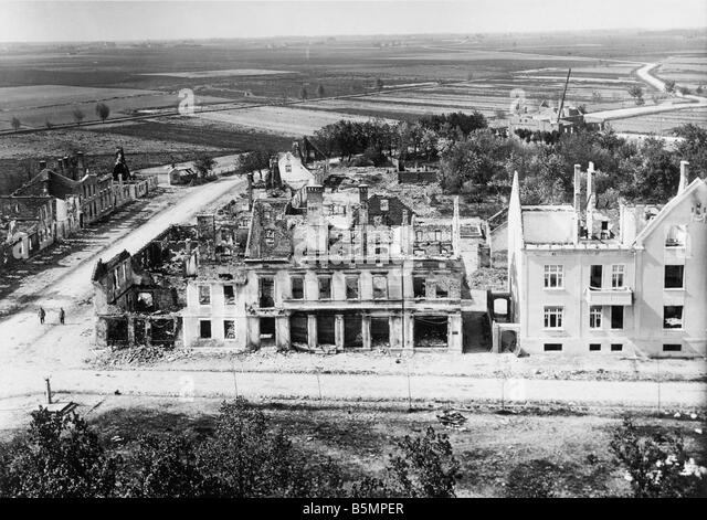 9 1914 8 26 A1 2 E East Front view of ruined houses World War I Eastern Front Battle near Tannenberg Masuren East - Stock-Bilder