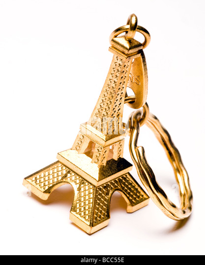 Thousands of mini Eiffel towers seized as police target illegal street vendors