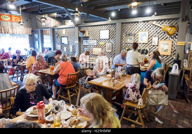 Vero Beach Florida Cracker Barrel Old Country Store restaurant inside tables families - Stock Image