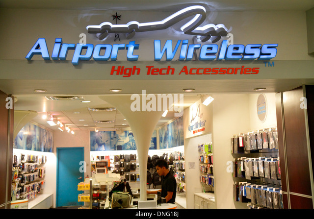 North Carolina Charlotte Charlotte Douglas International Airport CLT terminal concourse gate area shopping Airport - Stock Image