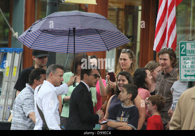 shelburne falls single men In june of 2012, shelburne falls and the surrounding area played host to paramount pictures during the filming of labor day, starring kate winslet and josh brolin and directed by jason reitman in labor day—a romance, a drama, and a woman's fantasy of what men, perhaps, should be—winslet plays adele wheeler, a fragile, frightened single mother too wary of the outside world to even get in.