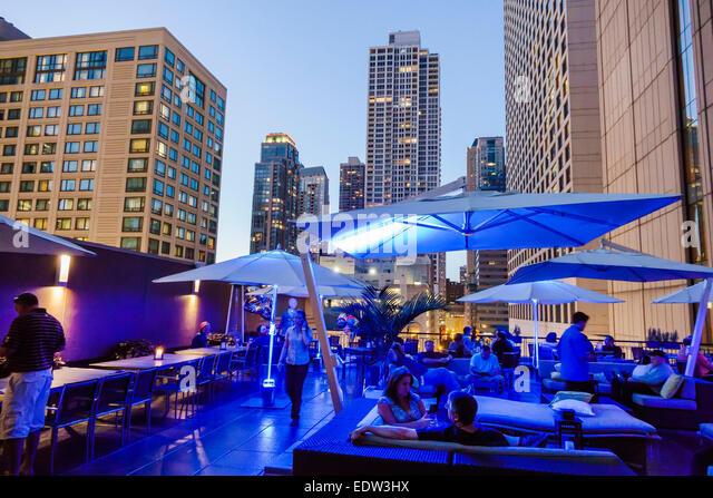 Chicago Illinois North River North Rush Street Conrad Hilton hotel Terrace Rooftop Bar restaurant alfresco city - Stock Image
