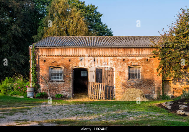 Old brick barn at Gut Boltenhof Hotel & farm, Brandenburg, Germany - Stock Image