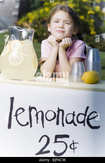 Girl selling lemonade - Stock Image